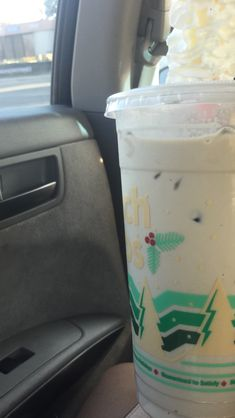 white zombie breve Healthy Detox, Healthy Smoothies, Healthy Drinks, Dutch Bros Drinks, Bomb Drinks, White Zombie, Iced Coffee, Starbucks, Alcoholic Drinks