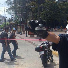04/03/14 Granadas de aturdimiento, prohibidas para el uso de orden público, las están usando en Altamira ---> pic.twitter.com/Dret2HopjS