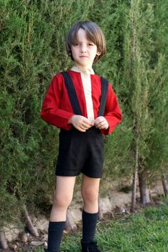 Camisa niño algodón-viscosa roja con vivos camel misma tela.
