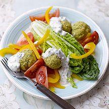 Falafel mit Salat und Zaziki