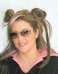Pink and black Mirrored Sunglasses, Sunglasses Women, Lisa Marie Presley, Elvis Presley, Pink, Beautiful, Style, Celebrities, Black