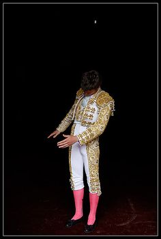Torero, I'm loving the black, gold, white and that shocking touch of pink