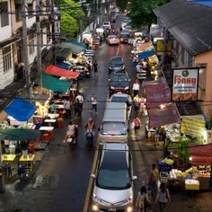 A stalwart on Bangkok's street-food dining scene, Sukhumvit Soi 38 consists of a hamlet of stalls and open-air restaurants offering a wide variety of Thai food.
