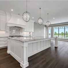White Kitchen Ideas - White never ever falls short to offer a kitchen design a classic look. These stylish kitchen areas, consisting of everything from white kitchen cupboards to streamlined white . House Design, Home Renovation, Home Decor Kitchen, Home, White Kitchen Design, Kitchen Remodel, Home Kitchens, New Homes, Home Remodeling