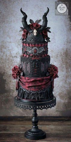 wedding cakes -Gothic wedding cakes - Planning an October wedding? Check out these Beautiful Halloween Wedding Cakes to get some ideas. From fall ideas to creepy halloween ideas, they are all stunning! The Black Crucifix & the Unicorn Halloween Torte, Bolo Halloween, Theme Halloween, Halloween Cake Pops, Halloween Desserts, Creepy Halloween, Halloween Ideas, Halloween Wedding Cakes, Happy Halloween