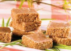 """Faça a <a href=""""http://mdemulher.abril.com.br/culinaria/receitas/pacoca-biscoito-maisena-487721.shtml"""" target=""""_blank"""">paçoca de biscoito Maisena®</a>, com amendoim e leite condensado."""