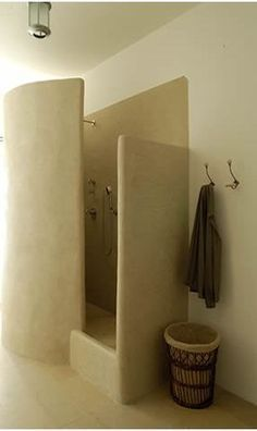 Ingenious cob shower design! Who needs aluminium shower door-frames and doors!