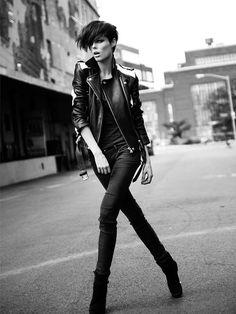 35 Ideas For Fashion Model Poses Photo Shoots Coco Rocha Fashion Models, Fashion Model Poses, Foto Fashion, Fashion Shoot, Editorial Fashion, Fashion Beauty, Punk Fashion, Look Rock, White Fashion