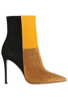 The best accessories from the runways and beyond. Fab Shoes, Dream Shoes, Crazy Shoes, Me Too Shoes, Heeled Boots, Bootie Boots, Shoe Boots, Sergio Rossi Shoes, Mode Shoes