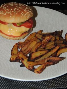 And I can tell you that it was total bust on my plate with this home-made hamburger-fries (well ok, I'm a little ashamed, I took out some breads … Pizza Buns, Weigth Watchers, Hamburger And Fries, Greasy Food, Plats Weight Watchers, Cheat Meal, Nutrition, Homemade, Chicken