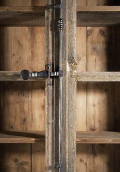 kasten op maat gemaakt van oude ramen en 100 jaar oud hout, met bijpassende greepjes en espagnoletten.  Jan van IJken Oude Bouwmaterialen Eemnes  www.oudebouwmaterialen.nl