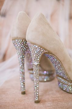 Love the ring on the heel of these sparkly shoes