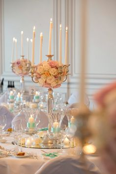 Eine Traumhochzeit in Luzern - LUUNIQ Tischdekoration Rosenkugel rosa und türkis Foto www.oliverrust.ch