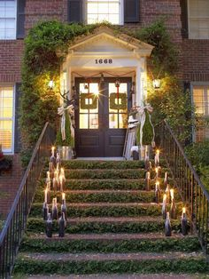 Beautiful and creative ways to decorate your front porch for the holidays! #Christmas