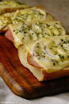 Unique and Creative Good and quick: baguette beneath the grill - Lovemyfood. Good Food, Yummy Food, Lunch Snacks, Lunches, Weird Food, Crazy Food, High Tea, My Favorite Food, Food Inspiration