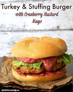Turkey & Stuffing Burger with Cranberry Mustard Mayo Looking for a great way to serve up all those traditional Thanksgiving flavors to your friends for Friendsgiving? Check out my Turkey & Stuffing Burger with Cranberry Mustard Mayo, yum! Homemade Turkey Burgers, Ground Turkey Burgers, Best Turkey Burgers, Turkey Burger Recipes, Beef Burgers, Chicken Recipes, Stuffed Burger Recipes, Turkey Pizza, Gourmet Burgers