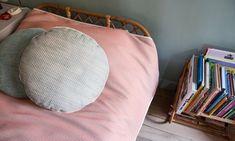 Détails d'un lit en rotin chez Anne-Sophie Pailleret