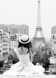 Wearing a hat and a nice dress while staring at the Eiffel Tower is good photo opportunity...hehe