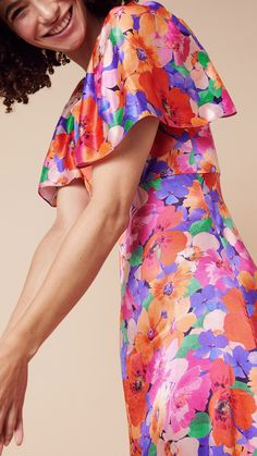 A vibrant choice for summer events, our Lina dress features a bold floral print set on glossy, draping satin. The piece finishes just above the ankles and fastens on the reverse with a concealed zip.