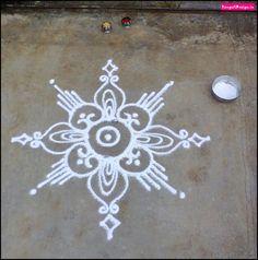 Nisha 's kolam Rangoli Borders, Rangoli Border Designs, Rangoli Patterns, Rangoli Ideas, Mehndi Patterns, Beautiful Rangoli Designs, Free Hand Rangoli Design, Small Rangoli Design, Diwali Rangoli