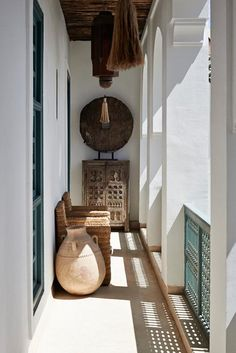 In this riad in Marrakech, the Ryad Dyor, traditional Moroccan architecture is featured in a light-filled space. Interior Exterior, Exterior Design, Interior Architecture, Kitchen Interior, Moroccan Design, Moroccan Decor, Moroccan Bedroom, Ethnic Decor, Moroccan Lanterns