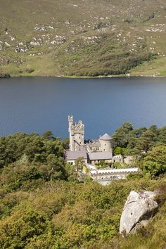 The second-largest national park in Ireland, Glenveagh National Park has everything any visitor could hope for, from a 19th-century castle, to dense oak woodland and that endless lake…