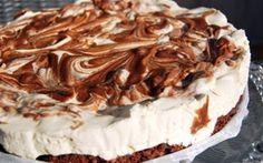 Marmoroitu suklaajuustokakku Chocolate Cheesecake, Toffee, I Love Food, Pie, Baking, Sweet, Desserts, Recipes, Kitchen Inspiration