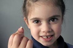O que fazer quando o dente cai? Crianças contam experiências