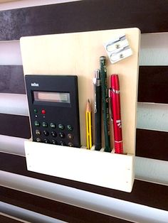 Taschenrechner und Stifte-Halter für meine French Cleat Wall. Die Anleitung dazu findet Ihr auf meinen YouTube-Kanal MrHandwerk.