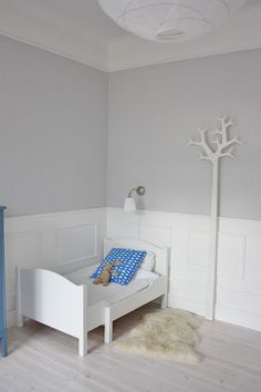Love this minimalist kids' room, would add portraits or shelves on the walls