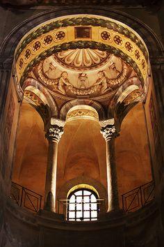 Arcade rotunda Basilica di San Vitale (Early Christian basilica) Ravenna, Italy.