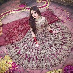 Tips For Planning The Perfect Wedding Day – Cool Bride Dress Bridal Mehndi Dresses, Pakistani Bridal Makeup, Pakistani Wedding Outfits, Indian Bridal Outfits, Bridal Dress Design, Pakistani Wedding Dresses, Pakistani Dress Design, Wedding Lehnga, Glam Look
