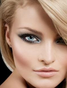 Make up dramatic eyes Makeup Tips For Blue Eyes, Eyeshadow For Blue Eyes, Blue Eye Makeup, Eye Makeup Tips, Colorful Eyeshadow, Smokey Eye Makeup, Love Makeup, Hair Makeup, Prom Makeup