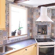 Santa Barbara är en riktigt härlig serie med Marocko/Marrakech inspirerad design. Plattan är 44x44 cm och går att använda både till golv och vägg. #Kökskakel #Kök #Kakel #Klinker