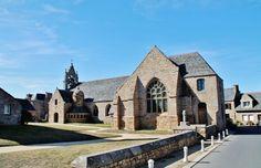 Eglise  lieu dit le Bourg � Tregastel Cotes d'armor tregastel France, auteur pierre bastien pour Patrimoine de France, aucun partage sans mention de la source et de l'auteur merci.