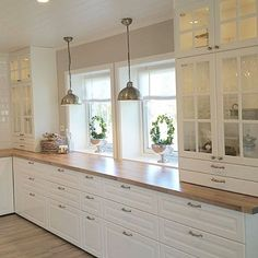 Love the drawer below the glass cabinet Home Decor Kitchen, Country Kitchen, New Kitchen, Kitchen Interior, Home Kitchens, Kitchen Dining, Kitchen Wood, Kitchen Cabinet Design, Kitchen Cabinets