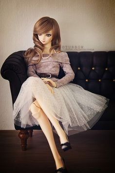 The lady knows her grace    The couch is one of items got from Doll Fete 2012.    - - - - - - - - - - +  Dion - Volks Tae 2nd on SD16 body