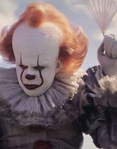 """horrorclowns: """"When no one wants to play with the clown anymore """" I'll play with you Penny 🥰 Pennywise Film, Pennywise The Dancing Clown, Day Of Dead, Diy Halloween Decorations, Halloween Diy, Halloween Face, Scary Movies, Horror Movies, Geek Movies"""