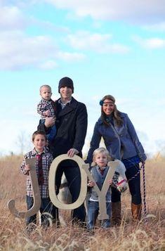 6 Family Photo Christmas Card Ideas via TipJunkie by teradeeg