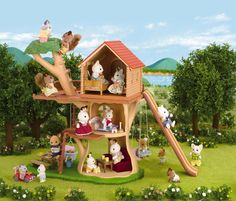 Buy Sylvanian Families: Treehouse at Mighty Ape NZ. The tree house is a fabulous place for the children to play, with a wonderful slide, tree swing and basket to pull things to the top of the tree house. Sylvanian Families, Calico Critters Families, Toy Trees, Wendy House, Montreal Ville, Kids Store, Weekend Getaways, Educational Toys, Perfect Place