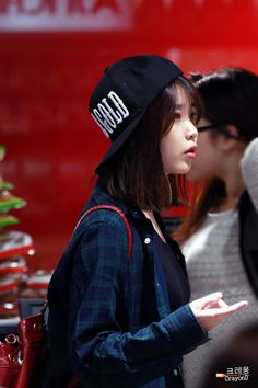 """ 140324 IU at HK airport cr: crayonD (log in to see photos) """