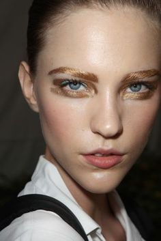 Metallic, gold brows are the next big eyebrow trend
