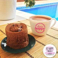 MUGCAKE DE CACAO  Perfecto para desayunar! Ingredientes: 1huevo + 1 clara Edulcorante al gusto 3 cdas de harina de avena 2 cda de almendra molida 1 cucharadita de cacao en polvo sin azúcar 3 cdas de leche sin grasa o vegetal. Mezclar y al micro de 2 a 3 minutos. También se puede hacer al horno, hasta que el palito salga limpio Este lleva chips de chocolate por encima.