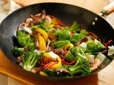 Wok with stiry fry. Photo of a wok with stir fry vegetables and meat such as, br , Cooking Venison Steaks, Venison Recipes, Diet Recipes, Healthy Recipes, Best Wok, Beef Stir Fry, Broccoli Beef, Diet Food List, Easy Healthy Breakfast