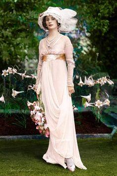 Russian ballerina, Anna Pavlova at home. Russian ballerina, Anna Pavlova at home. Retro Mode, Vintage Mode, Moda Vintage, Vintage Ladies, Edwardian Dress, Edwardian Fashion, Vintage Fashion, Edwardian Era, European Fashion