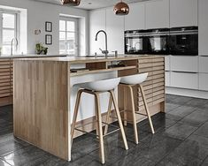 Køkken M-Line   Rene linjer med Tvis Køkkener Warm Kitchen, Living Room Kitchen, Narrow House, Interior Decorating, Interior Design, Table, Furniture, Home Decor, Kitchens