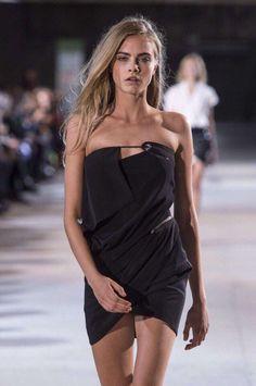 cara delevigne wearing a black mini dress Look Fashion, Fashion Models, Womens Fashion, Cooler Look, Celebs, Celebrities, Mode Style, Belle Photo, Ivanka Trump
