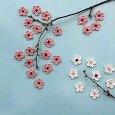 A free crochet pattern of a cherry blossom flower. Do you also want to crochet this cherry blossom? Read more about the pattern cherry blossom. Diy Crochet Flowers, Crochet Flower Patterns, Love Crochet, Beautiful Crochet, Crochet Crafts, Single Crochet, Crochet Projects, Crochet Stars, Crochet Top