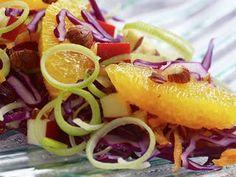 God og lett salat med rødkål, appelsin og purre som passer godt som tilbehør til julemiddagen. Denne friske appelsinsalaten passer også som innslag på koldtbordet. New Menu, Frisk, Salads, Tacos, Mexican, Ethnic Recipes, Food, Alternative, Essen