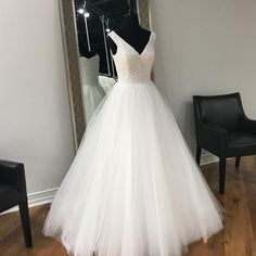 Pearls Bodice White Tulle Prom Dresses Long Elegant V neck Graduation Dresses Sleeveless Party Dresses Formal Gowns